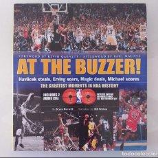 Coleccionismo deportivo: NBA AT THE BUZZER! LOS MEJORES MOMENTOS DE LA HISTORIA DE LA NBA. Lote 218073868