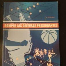 Coleccionismo deportivo: LIBRO - ROMPER LAS DEFENSAS PRESIONANTES - BOB HUGGINS - EDIT. PAIDOTRIBO. Lote 218740575