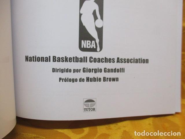 Coleccionismo deportivo: LIBRO DE JUGADAS DE LOS ENTRENADORES DE LA NBA - COMO NUEVO. - Foto 8 - 236247115