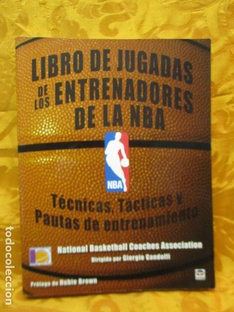 LIBRO DE JUGADAS DE LOS ENTRENADORES DE LA NBA - COMO NUEVO. (Coleccionismo Deportivo - Libros de Baloncesto)