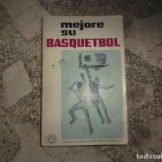 Coleccionismo deportivo: MEJORE SU BASQUETBOL, EDITORIAL PAX, MUCHAS FOTOS ESPLICATIVAS B/N, 112 PAGINAS, 14 X 21, 1968. Lote 243568480
