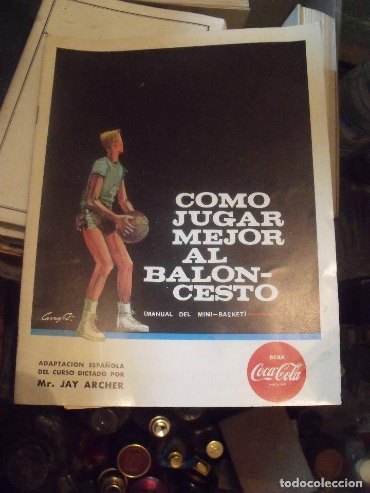 COMO JUGAR MEJOR AL BALONCESTO MANUAL DE MINI-BASKET OBSEQUIO COCA-COLA 1963 (Coleccionismo Deportivo - Libros de Baloncesto)