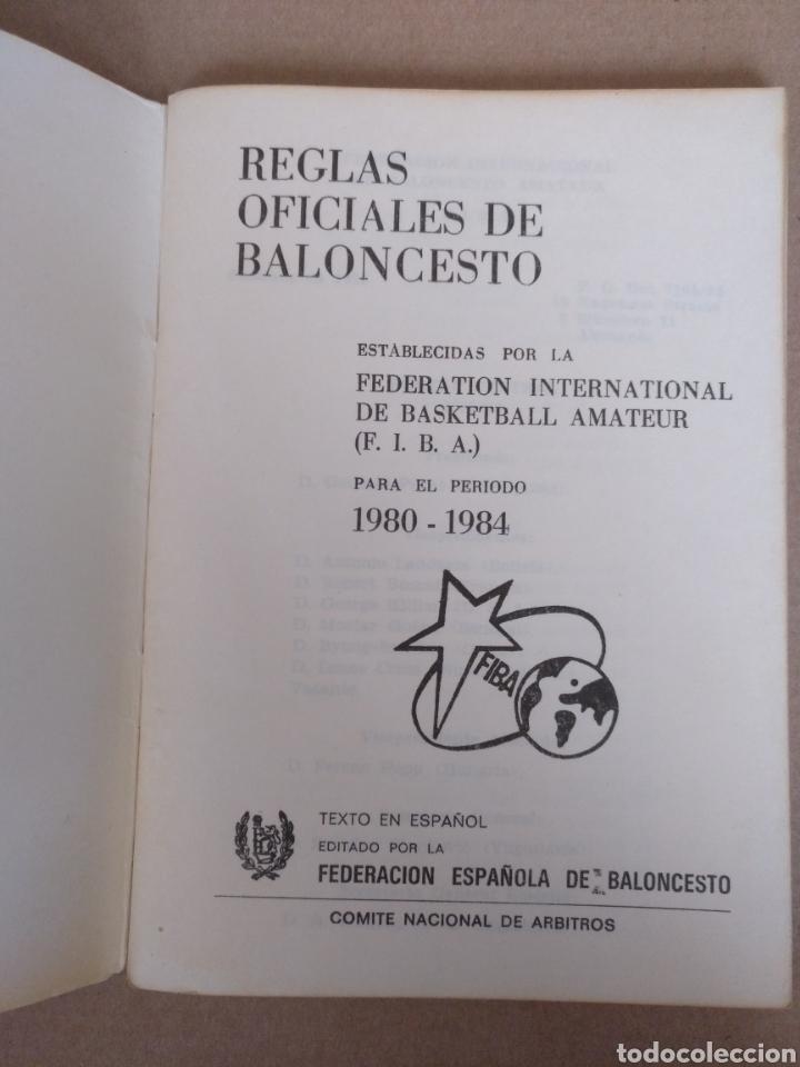 Coleccionismo deportivo: Reglas oficiales de baloncesto 1980 - 84 FIBA. Federacion española de Baloncesto. Libro - Foto 2 - 253422080