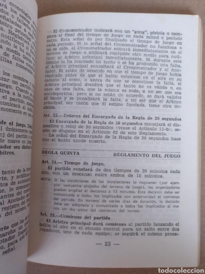 Coleccionismo deportivo: Reglas oficiales de baloncesto 1980 - 84 FIBA. Federacion española de Baloncesto. Libro - Foto 4 - 253422080