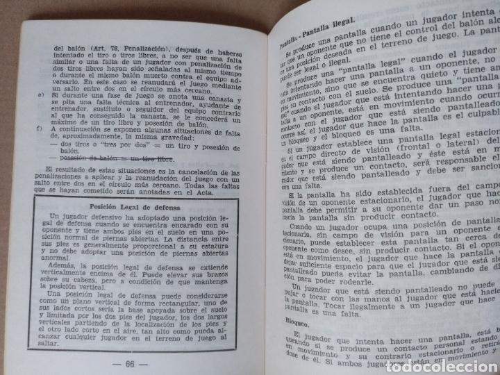 Coleccionismo deportivo: Reglas oficiales de baloncesto 1980 - 84 FIBA. Federacion española de Baloncesto. Libro - Foto 5 - 253422080