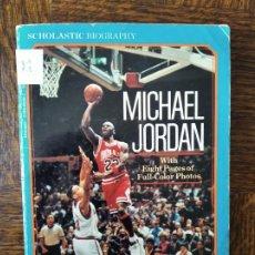 Coleccionismo deportivo: MICHAEL JORDAN - LIBRO EN INGLES 1993 - CON FOTOS -. Lote 269106713