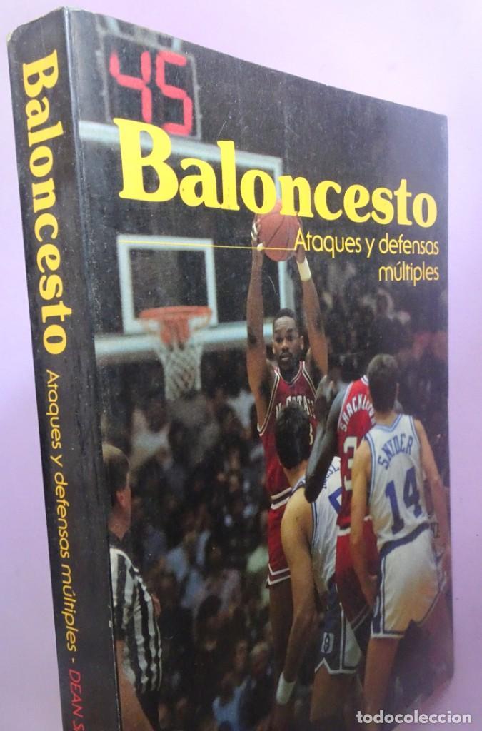 LIBRO BALONCESTO ATAQUES Y DEFENSAS MÚLTIPLES DE DEAN SMITH (Coleccionismo Deportivo - Libros de Baloncesto)