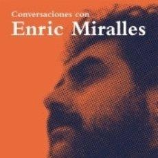 Libros: CONVERSACIONES CON ENRIC MIRALLES. Lote 183232746