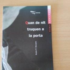 Libros: QUAN DE NIT TRUQUEN A LA PORTA. XABIER P. DOCAMPO. NUEVO. Lote 192693456