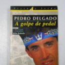 Coleccionismo deportivo: PEDRO DELGADO A GOLPE DE PEDAL. JULIAN REDONDO. COLECCIÓN VISTO Y LEIDO. TDK209. Lote 46184873