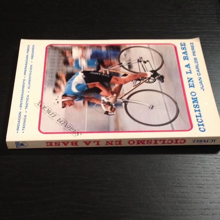 Coleccionismo deportivo: CICLISMO EN LA BASE - JUAN CARLOS PEREZ - LIBRO ORIGINAL 1982 - BICI BICILETA CISCLISTA TOUR - Foto 2 - 104555275