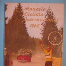 Coleccionismo deportivo: ANUARIO CICLISTA INTERNACIONAL 1962 - RAMON TORRES / ALFONSO VERSNICK / A. VALLUGERA (BUEN ESTADO). Lote 178969596