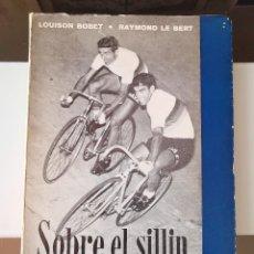 Coleccionismo deportivo: LIBRO CICLISMO SOBRE EL SILLIN LOUISON BOBET / RAYMOND LE BERTVUELTA CICLISTA. Lote 219374545