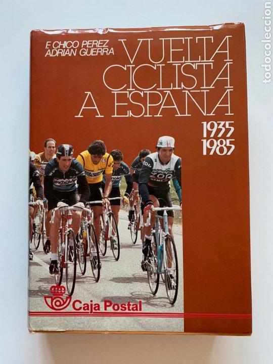 F. CHICO PÉREZ, ADRIÁN GUERRA. VUELTA CICLISTA A ESPAÑA: 1935-1985. CAJA POSTAL. CICLISMO. DEPORTE. (Coleccionismo Deportivo - Libros de Ciclismo)