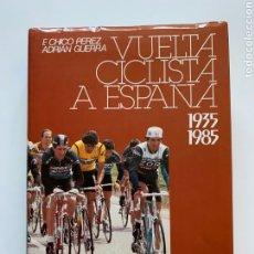 Collezionismo sportivo: F. CHICO PÉREZ, ADRIÁN GUERRA. VUELTA CICLISTA A ESPAÑA: 1935-1985. CAJA POSTAL. CICLISMO. DEPORTE.. Lote 255516775