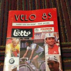 Coleccionismo deportivo: VÉLO 85 - HARRY VAN DEN BREMT & RENÉ JACOB ANUARIO CICLISTA LOTTO. Lote 270214038