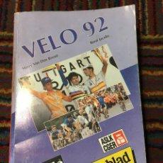 Coleccionismo deportivo: VÉLO 92 - HARRY VAN DEN BREMT & RENÉ JACOB ANUARIO CICLISTA LOTTO. Lote 270215293