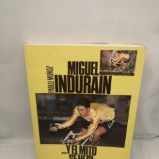 Coleccionismo deportivo: MIGUEL INDURÁIN, Y EL MITO SE HIZO HOMBRE (PRIMERA EDICIÓN). Lote 279350958
