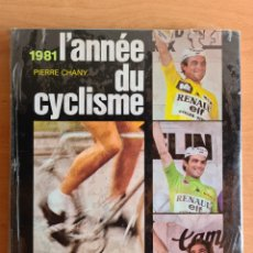 Coleccionismo deportivo: L'ANNÉE DU CICLISME 1981 PIERRE CHANY - PRECINTADO CICLISMO - HINAULT SARONNI MOSER MERCKX ANQUETIL. Lote 279566748