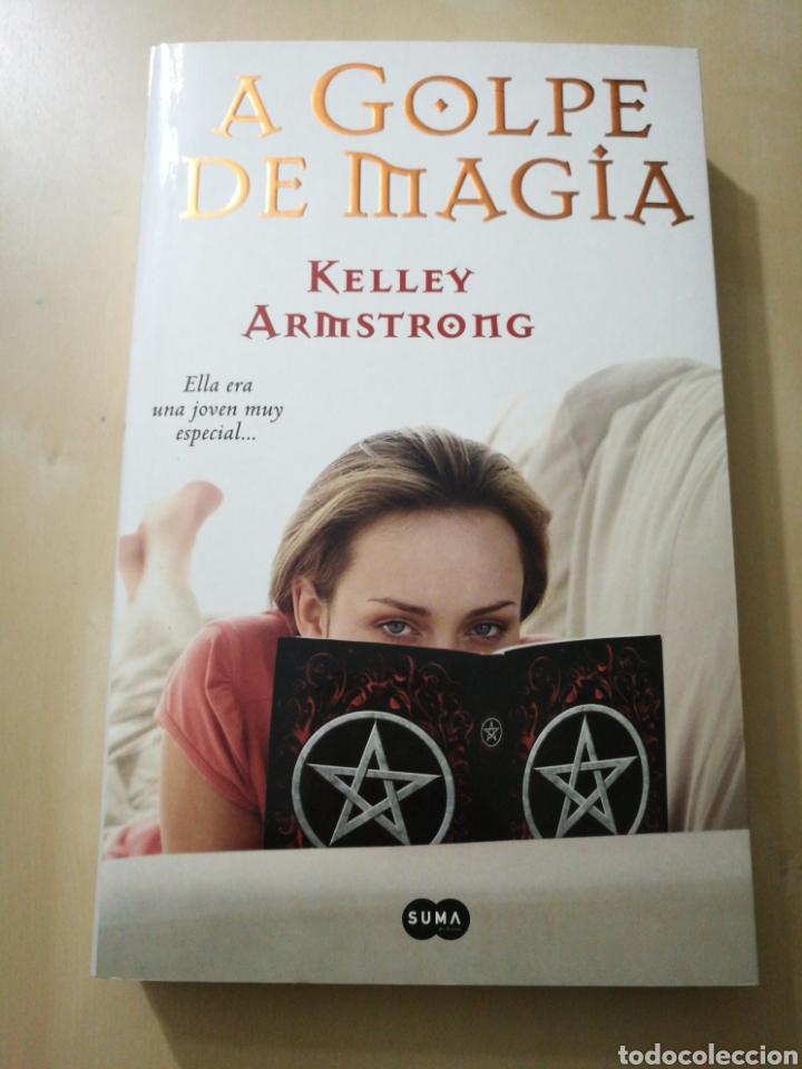 «A GOLPE DE MAGIA» KELLEY ARMSTRONG (Libros Nuevos - Literatura - Narrativa - Ciencia Ficción y Fantasía)