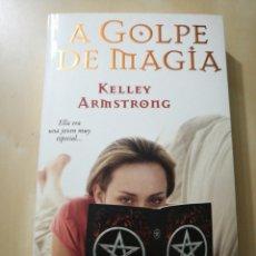 Libros: «A GOLPE DE MAGIA» KELLEY ARMSTRONG. Lote 104978320