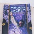 Libros: LIBRO MERCEDES LACKEY LAS FLECHAS DE LA REINA. Lote 159971736