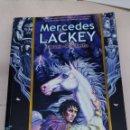 Libros: LIBRO MERCEDES LACKEY EL VUELO DE LA FLECHA. Lote 159972008