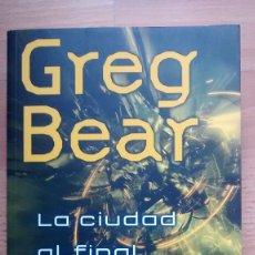 Livros: LA CIUDAD AL FINAL DEL TIEMPO DE GREG BEAR - POSIBILIDAD DE ENTREGA EN MANO EN MADRID. Lote 177339274