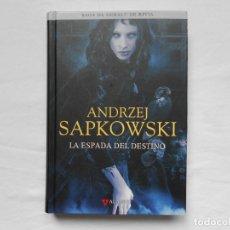 Libros: LA ESPADA DEL DESTINO ANDREZJ SAPKOWSKI -TAPA DURA - ALAMUT - GERALT DE RIVIA - 2018 - NUEVO. Lote 182163798