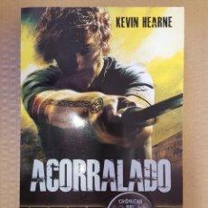 Libros: LIBRO / ACORRALADO / KEVIN HEARNE / TIMUNMAS, 1ª EDICION MAYO 2012. Lote 199845895