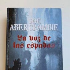 Libros: LA VOZ DE LAS ESPADAS. LA PRIMERA LEY-1 JOE ABERCROMBIE.. Lote 235620395