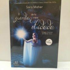 Libros: EL GUARDIAN DE LA CAPA OLVIDADA DE SARA MAHER. Lote 261871520