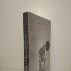 Libros: HOMINE EX MACHINA CARLOS SISÍ. PRIMERA EDICIÓN. INCLUYE POSTAL DEDICATORIA. PRECINTADO. Lote 264569314