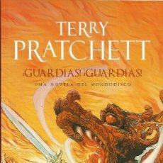 Libros: ¡GUAARDIAS! ¡GUARDIAS! / TERRY PRATCHETT. Lote 287948638