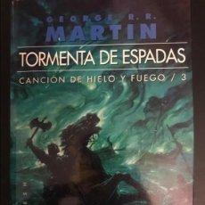 Libros: TORMENTA DE ESPADAS CANCIÓN DE HIELO Y FUEGO 3 GIGAMESH OMNIUS 2013. Lote 295039683