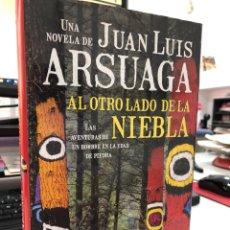 Libros: JUAN LUIS ARSUAGA - AL OTRO LADO DE LA NIEBLA. Lote 296622788