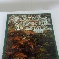 Libros: ÁRBOLES Y ARBUSTOS DE ESPAÑA. Lote 227737115