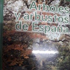 Libros: ARBOLES Y ARBUSTOS DE ESPAÑA. Lote 230761055