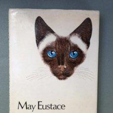 Libros: LIBRO SOBRE GATOS SIAMESES. EN INGLÉS A HUNDRED YEARS OF SIAMESE CATS BI MAY EUSTACE. Lote 145964802