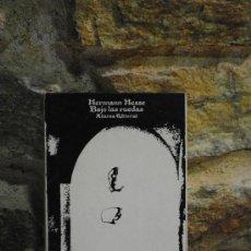 Libros de segunda mano: HERMANN HESSE. BAJO LAS RUEDAS. ALIANZA EDITORIAL. 10ª ED. RUSTICA. 169PAG.. Lote 35059184