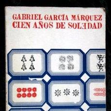 Libros de segunda mano: CIEN AÑOS DE SOLEDAD - GABRIEL GARCIA MARQUEZ - 1973 - VICENTE ROJO - TIRADA DE 9000 EJEMPLARES. Lote 80292437