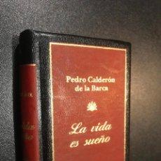 Libros de segunda mano: GRANDES OBRAS LITERATURA UNIVERSAL EN MINIATURA. PEDRO CALDERON DE LA BARCA. LA VIDA ES SUEÑO. Lote 112405667