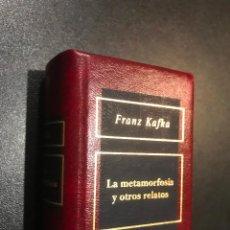 Libros de segunda mano: GRANDES OBRAS DE LA LITERATURA UNIVERSAL EN MINIATURA. FRANK KAFKA. LA METAMORFOSIS Y OTROS RELATOS. Lote 112406375