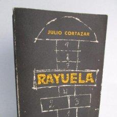 Libros de segunda mano: RAYUELA. JULIO CORTAZAR. EDITORIAL SUDAMERICANA. 1968. VER FOTOGRAFIAS ADJUNTAS. Lote 113067067