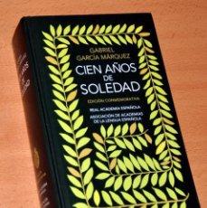 Libros de segunda mano: CIEN AÑOS DE SOLEDAD - DE GABRIEL GARCÍA MÁRQUEZ - EDICIÓN CONMEMORATIVA REAL ACADEMIA ESPAÑOLA 2007. Lote 165046854