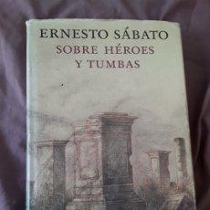 Libros de segunda mano: SOBRE HEROES Y TUMBAS, DE ERNESTO SABATO. ILUSTRADO POR JOSE HERNANDEZ. CIRCULO LECTORES. ED. CONMEM. Lote 179082083
