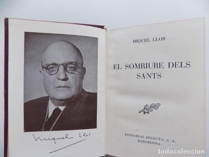 Libros de segunda mano: LIBRERIA GHOTICA. LUJOSA EDICIÓN EN PIEL DE MIQUEL LLOR. EL SOMRIURE DELS SANTS. 1952. - Foto 2 - 196500968