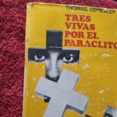 Libros de segunda mano: TRES VIIVAS POR EL PARACLITO THOMAS KENEALLY PRIMERA EDICIÓN. Lote 207100998