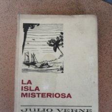 Libros de segunda mano: LA ISLA MISTERIOSA JULIO VERNE (1967). Lote 210373561