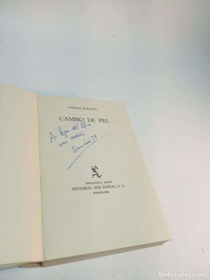 Libros de segunda mano: Cambio de piel. Carlos Fuentes. Posible dedicatoria del autor. Seix Barral. Primera edición. 1974. - Foto 2 - 217896810